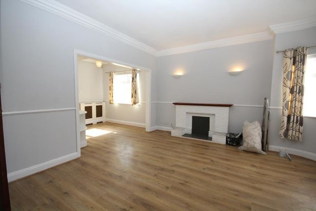 Thumbnail Detached bungalow to rent in Fairmead Crescent, Edgware, Middlesex