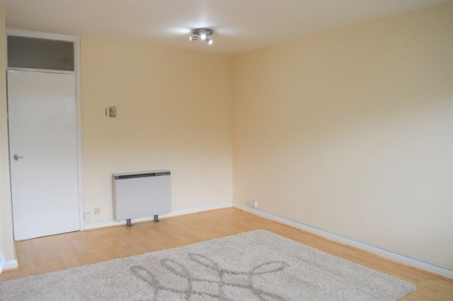 2 bed maisonette to rent in Grove House, Clyne Close, Mayals