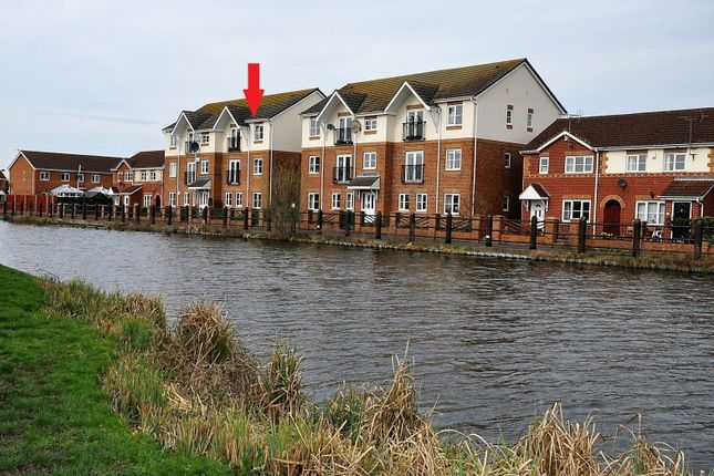 Thumbnail Flat for sale in Dunstan Drive, Thorne, Doncaster