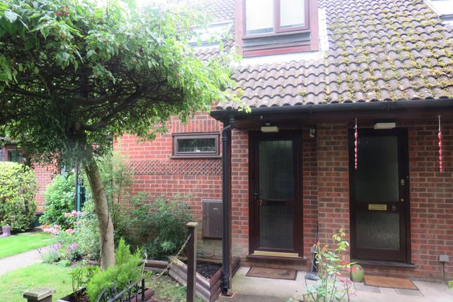 Thumbnail Studio for sale in Hedge Lea, Wooburn Green, High Wycombe