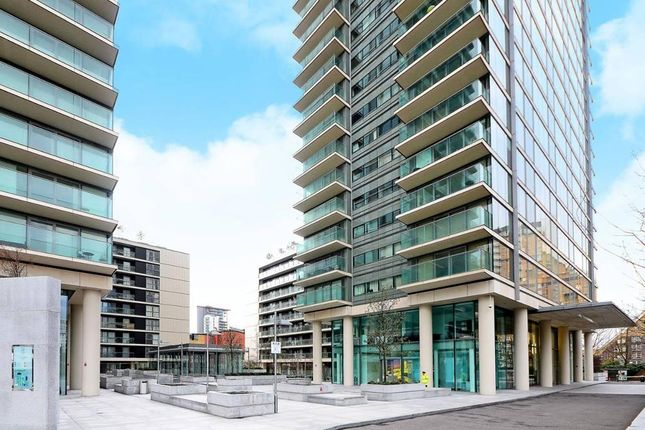 Thumbnail Flat to rent in Landmark Towers East, Marsh Wall, Canary Wharf, London