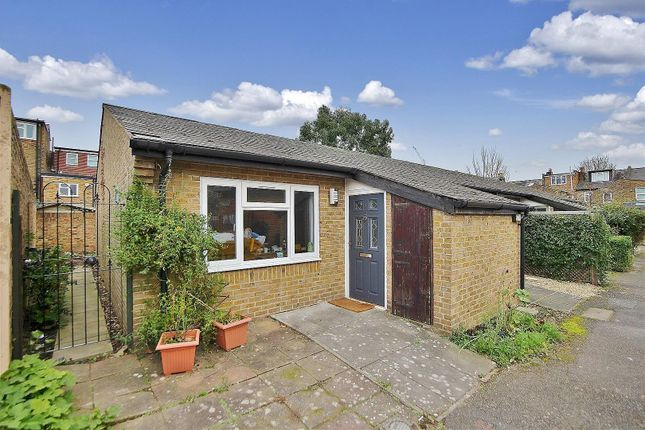 Thumbnail Bungalow to rent in Carrick Close, Isleworth