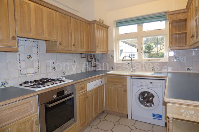 3 bed flat to rent in Monks Drive, London