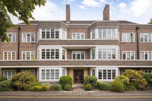 Flat for sale in Putney Heath, London
