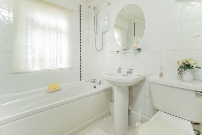 Bathroom of Barnsley Close, Killarney Park, Nottingham, Nottinghamshire NG6