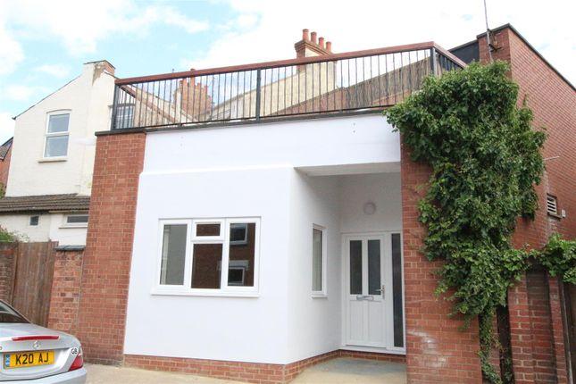 Thumbnail Flat to rent in Newington Road, Kingsthorpe, Northampton