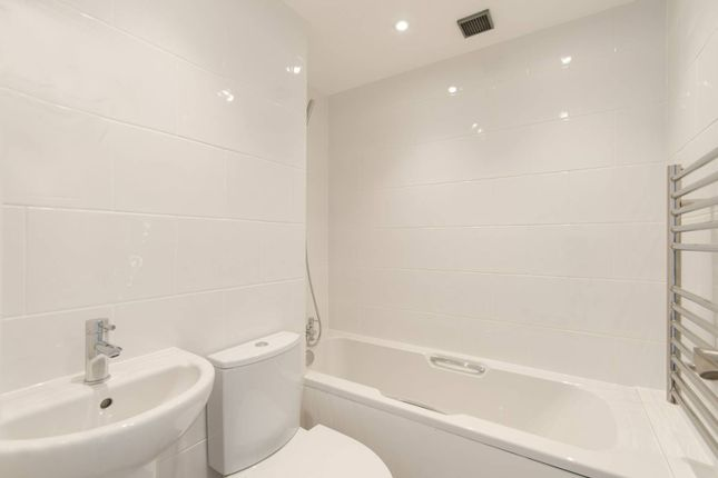Thumbnail Flat to rent in Ashburton Road, Ruislip