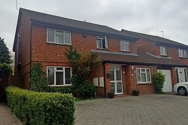 Thumbnail Detached house for sale in Markfield Close, Luton