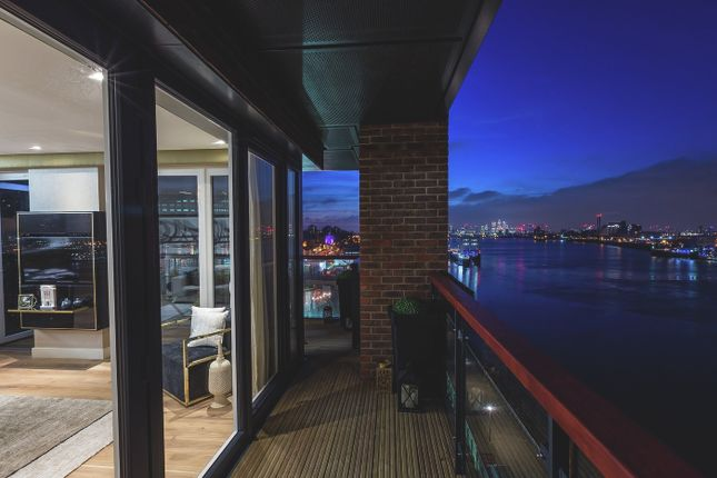 Thumbnail Flat for sale in Waterfront I, Royal Arsenal Riverside