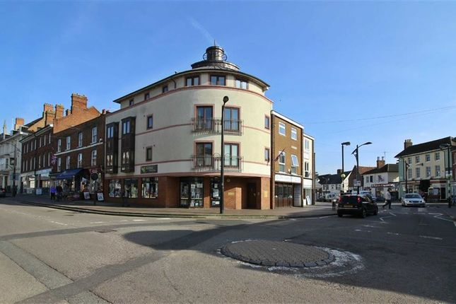Thumbnail Flat to rent in High Street, Newport Pagnell, Newport Pagnell