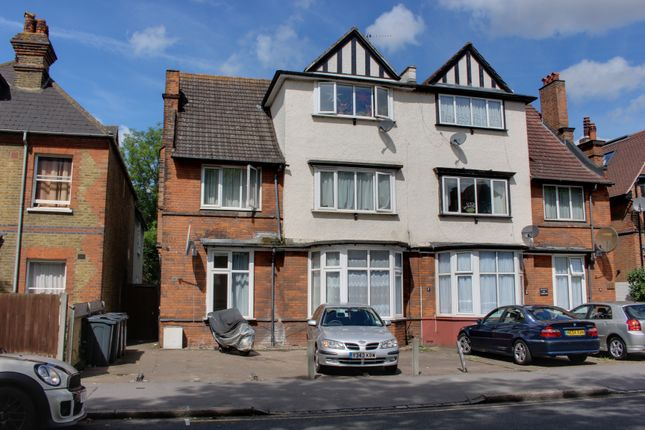 Thumbnail Flat to rent in Chatsworth Road, Croydon