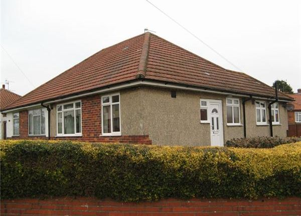 Thumbnail Semi-detached bungalow to rent in Glenthorne Avenue, Yeovil