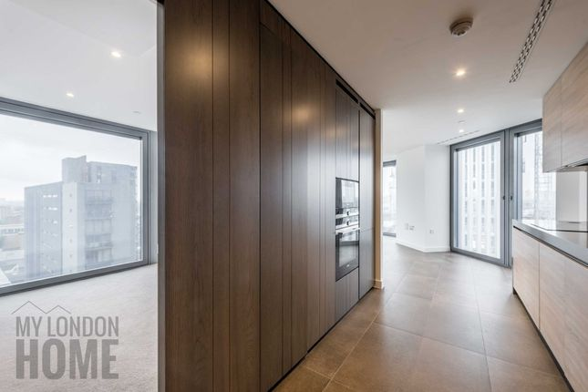 Thumbnail Flat for sale in The Chronicle Tower, 261 City Road, Old Street, London