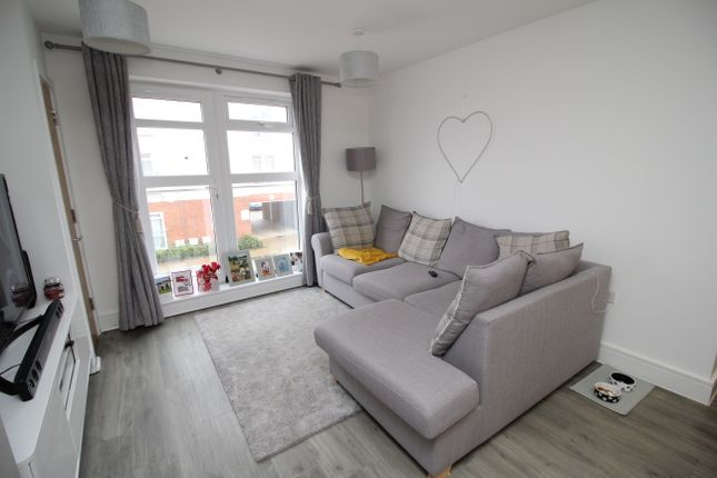 2 bedroom flat for sale in Adams Close, Poole