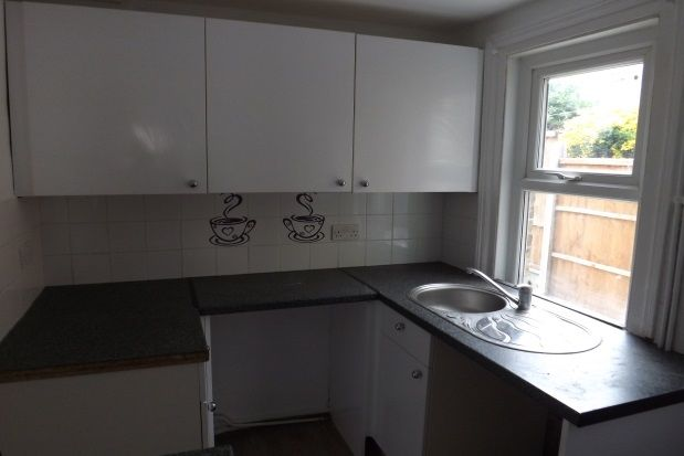 Thumbnail Property to rent in Cross Street, Strood, Rochester
