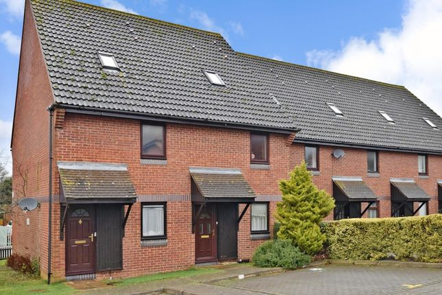 2 bed town house to rent in Meon Close, Petersfield GU32