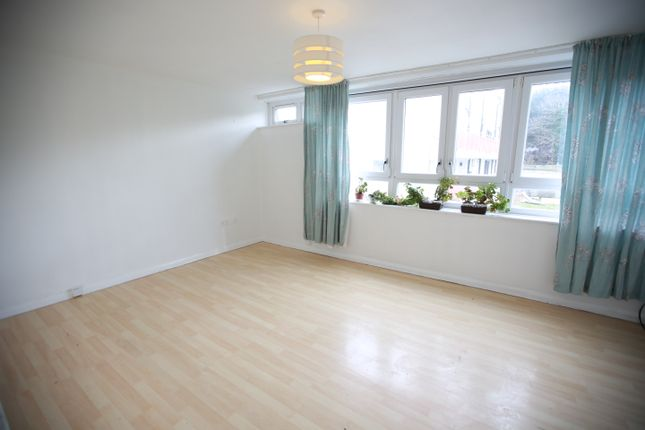 3 bed flat to rent in Northolt Road, South Harrow