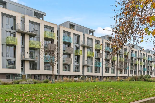 Thumbnail Flat for sale in 3 Blackthorn Avenue, London