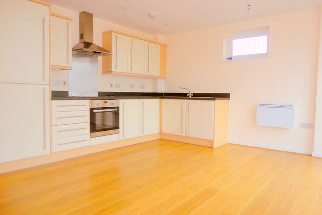 Thumbnail Flat to rent in Turner Road, Langley, Slough