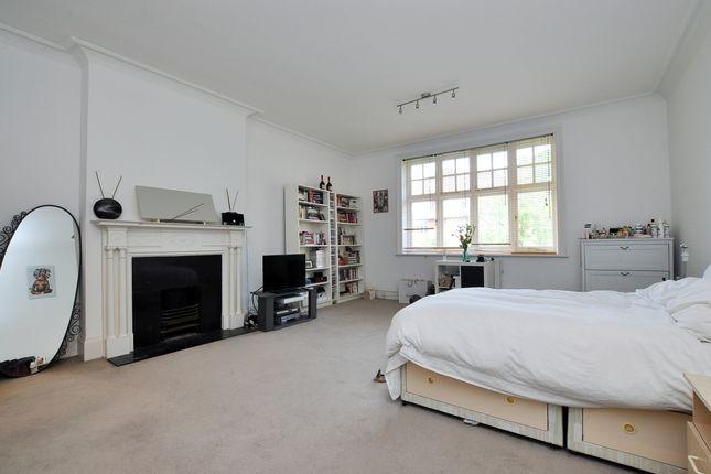 Bedroom-1-104 of Bracknell Gardens, London NW3