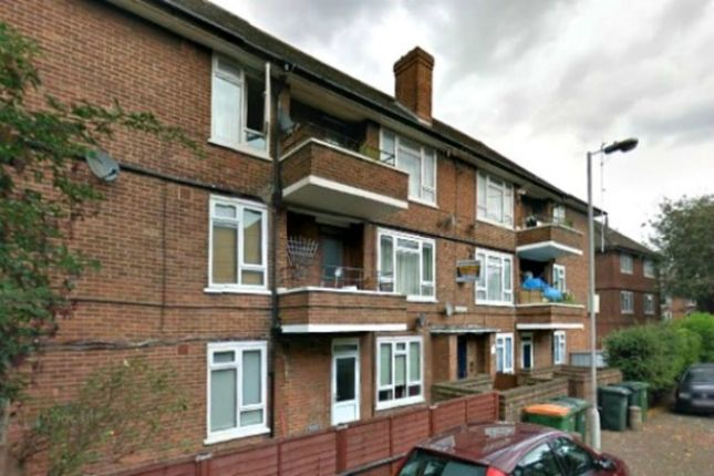 Thumbnail Flat for sale in Wren Close, London