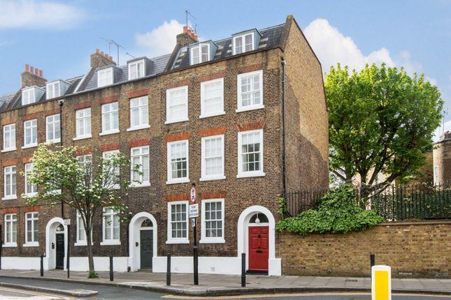 Thumbnail Flat for sale in Skinner Street, London