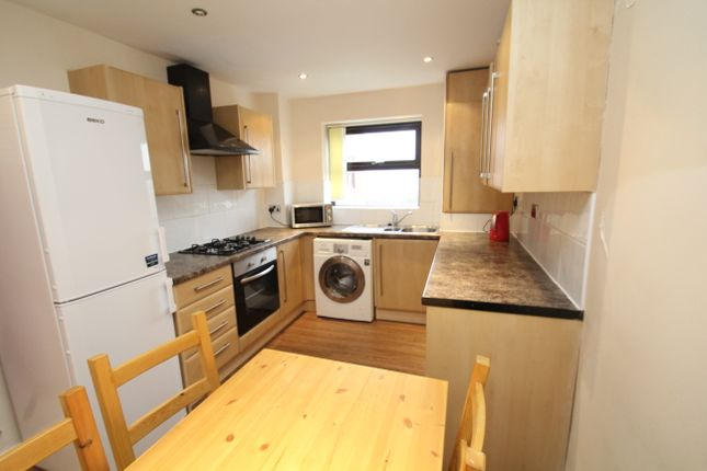 Thumbnail Flat to rent in All Bills Included, Kelso Heights, Belle Vue Road, Leeds