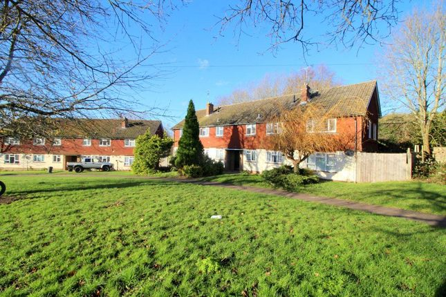 2 bed flat to rent in Dynes Road, Kemsing, Sevenoaks