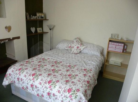 5 bed shared accommodation to rent in Tudor Road, Canterbury, Kent CT1
