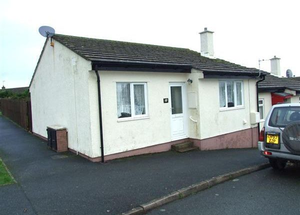 Thumbnail Bungalow to rent in Heol Glyndwr, Fishguard