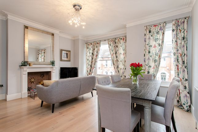Flat for sale in Kingscourt Road, London