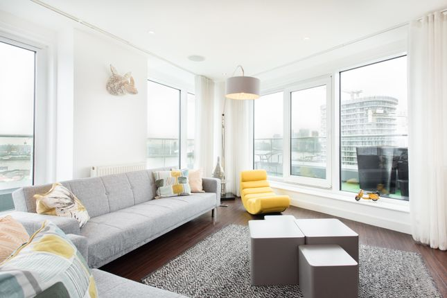 Thumbnail Flat for sale in 22 Western Gateway, London
