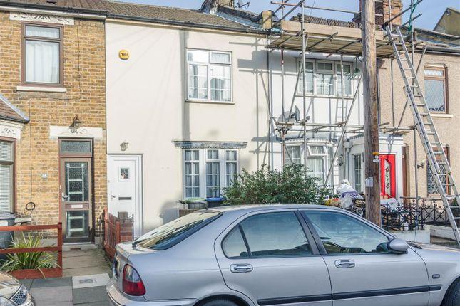 Baker & Chase - Churchbury Rd - The House Photogra