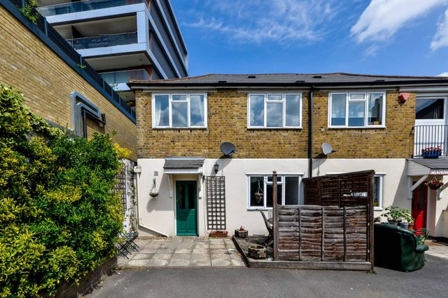 Thumbnail Semi-detached house to rent in Calvert Road, Greenwich