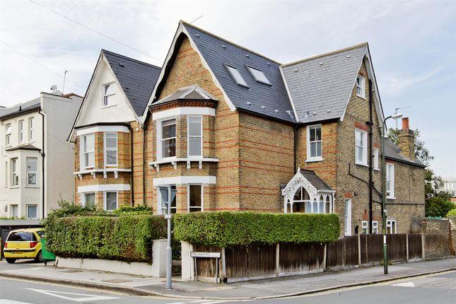 Flat to rent in Pelham Road, London