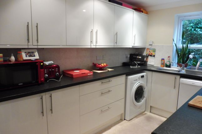 Thumbnail Flat to rent in River Bank Close, Maidstone