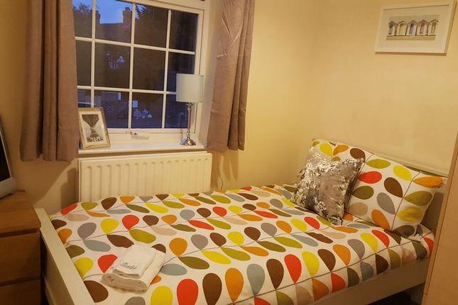 Thumbnail Room to rent in Royal Lane, West Drayton