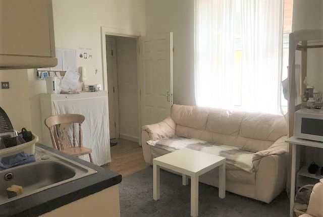 Two Bedroom Flat On Park Street West