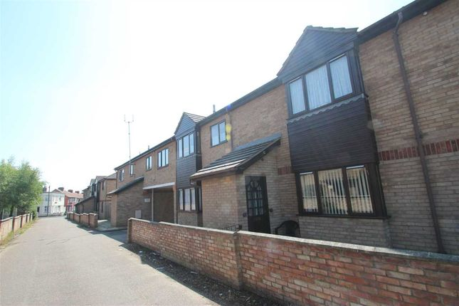 Thumbnail Flat for sale in Knox Court, Old Road, Clacton-On-Sea