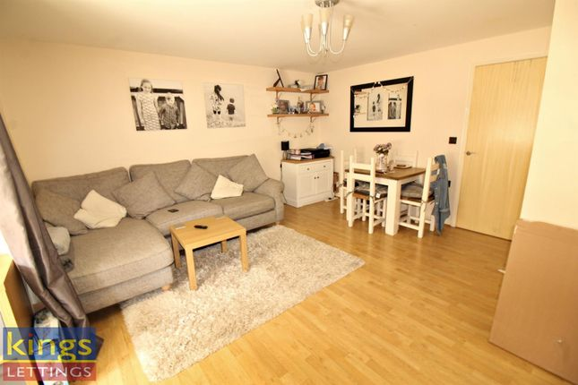Thumbnail Flat to rent in Plomer Avenue, Hoddesdon