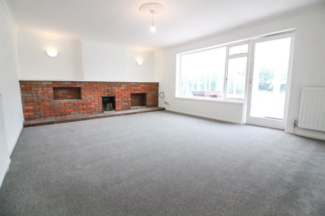 Thumbnail Bungalow to rent in Crabsgrove, Oving Road, Whitchurch, Aylesbury