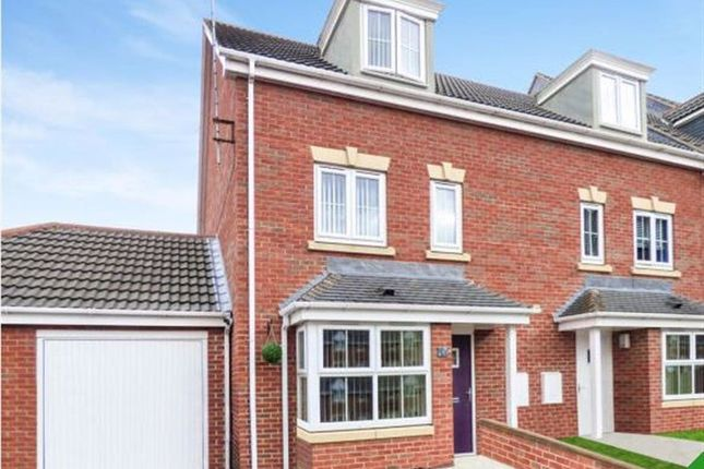 4 bed town house to rent in Edlington View, Knottingley WF11