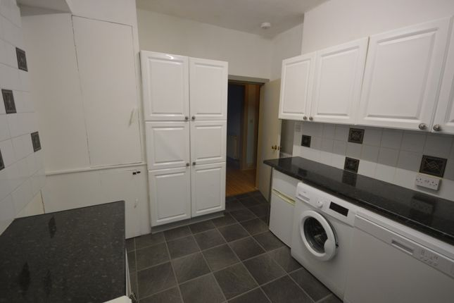 2 bed flat to rent in Gray Street, Perth PH2
