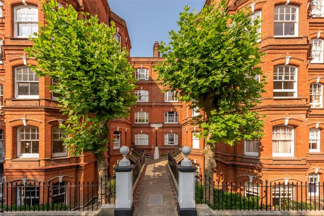 Flat for sale in Queen's Club Gardens, Fulham, Hammersmith, London