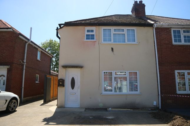 Thumbnail Flat to rent in Essex Avenue, Slough