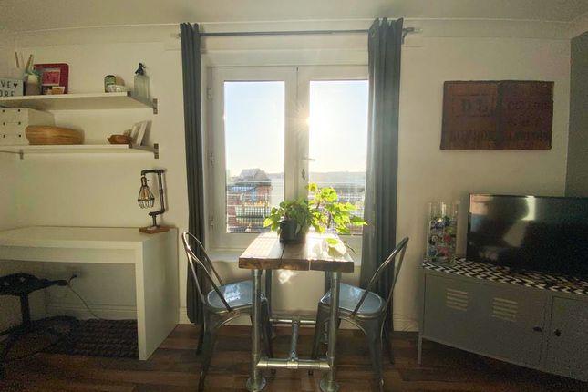 Livingroom / Juliette Balcony