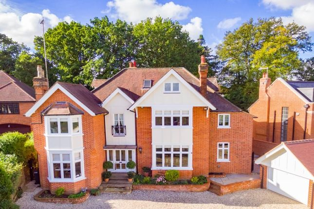 Thumbnail Detached house for sale in Ollards Grove, Loughton