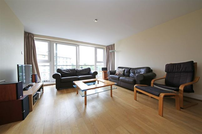 Thumbnail Bungalow to rent in Compass House, Riverside West, Smugglers Way, London
