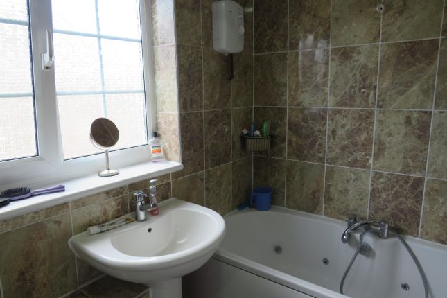 Bathroom of Jersey Court, Little Billing, Northampton NN3