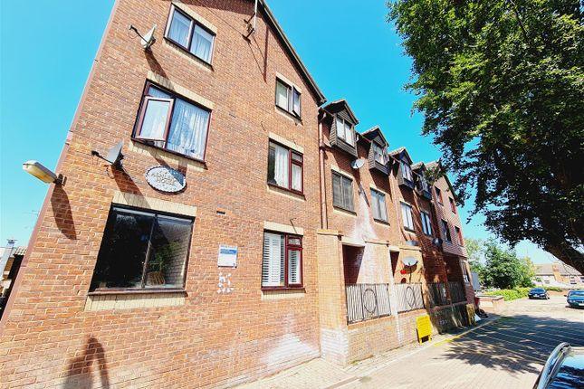 1 bed flat to rent in Ashleigh House, Hamblin Court, Rushden NN10